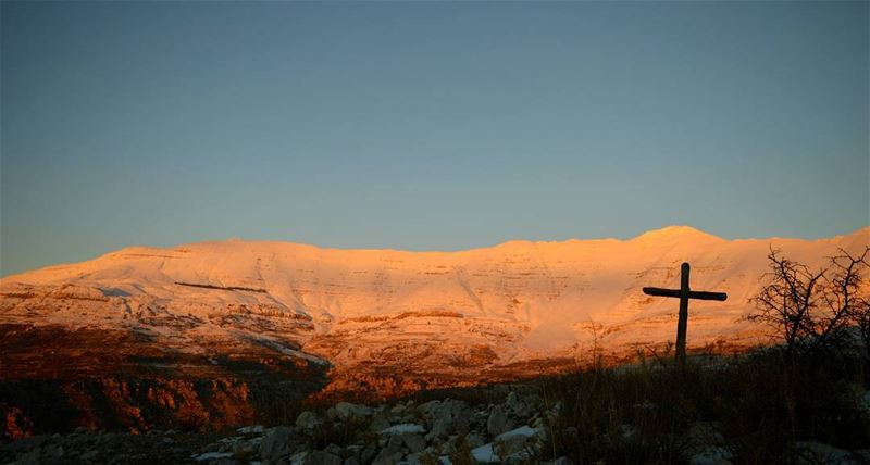 sunset catchingsunsets mountains cross faith winter snow white giant cold... (Jabal Şannīn)