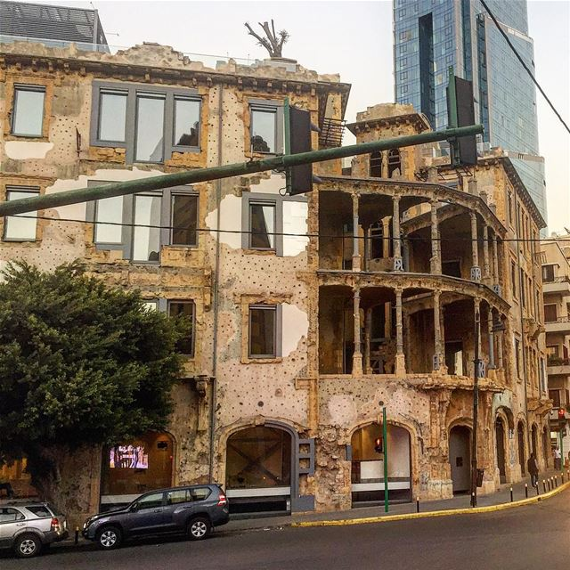 This is a building that stood in the middle of the Lebanese war... (Sodeco)