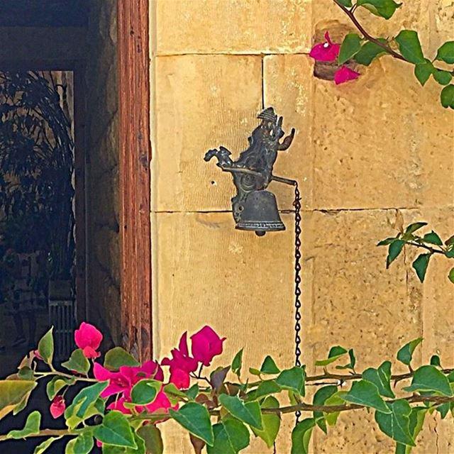 Monday came ringing at 6am: wake up the week has started!... (Beirut, Lebanon)