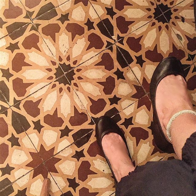 I sat and looked down 🤓 tiles patterns arabesque floor feet topview... (Beirut, Lebanon)