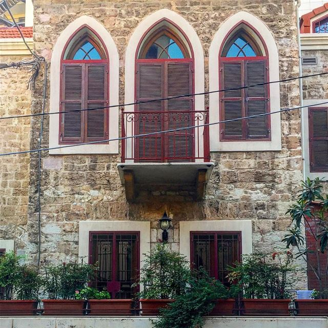 Facade Lie de vin............ windows oldhouse maroon shutters stone ... (Achrafieh, Lebanon)
