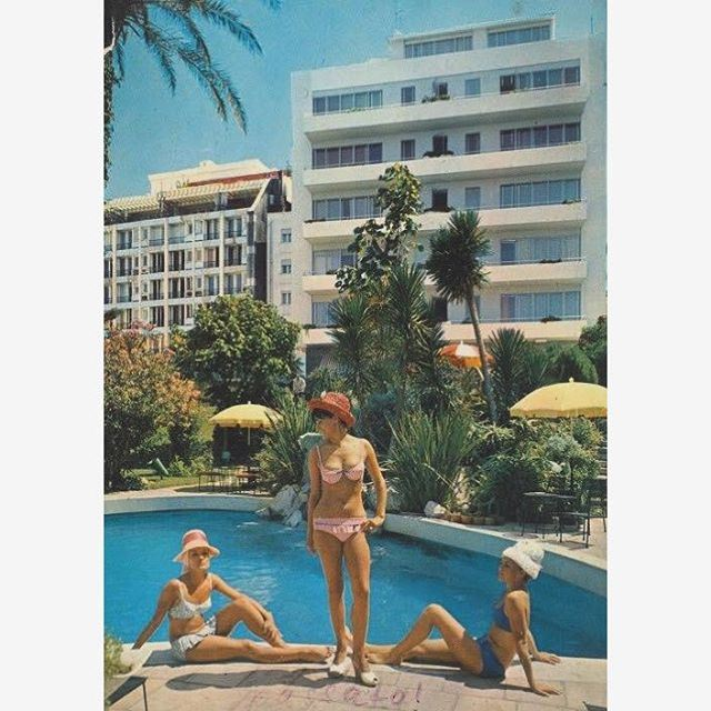 "Three Models in front of the pool of ""Excelsior Hotel"""