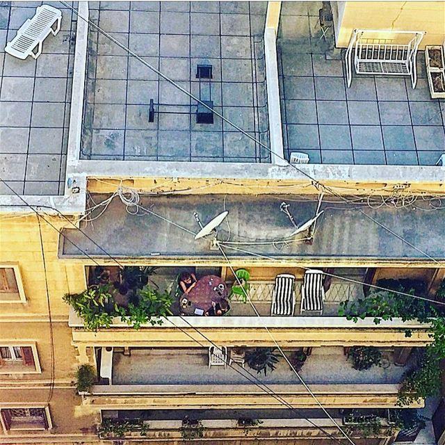 Passe-temps / كبينا نظرة عالبلكون balcony viewfromtop people urban ... (Achrafieh, Lebanon)