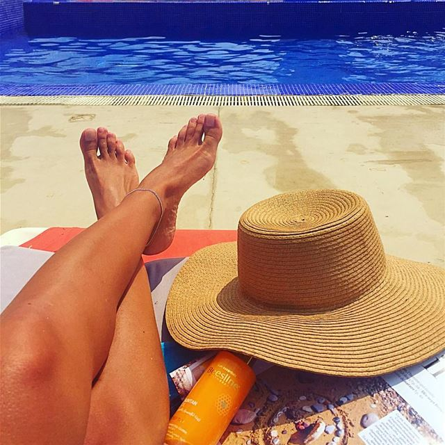 A pool, a sun hat and a light read...need i say more?  easylife  summer ... (Bamboo Bay)