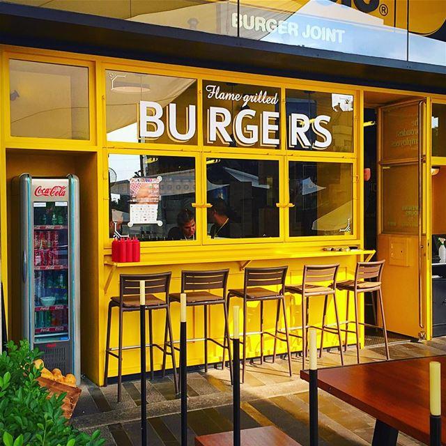 Une place pour chaque chose et chaque chose à sa place😊 iwashungry ... (Classic Burger- the Backyard)