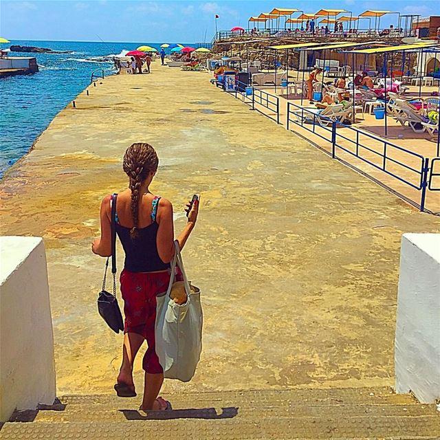 Yalla let's summer @raniajkeedy ☀️🎣 throwback beach backshot pool ... (Sporting Club Beach)