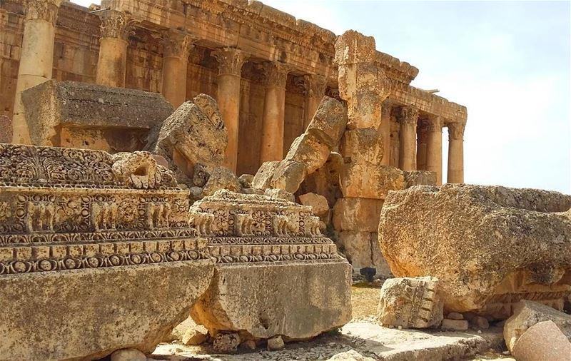 lebanon bekaa baalbeck romans romanempire archilovers architecture ... (Baalbeck - مدينة بعلبك)