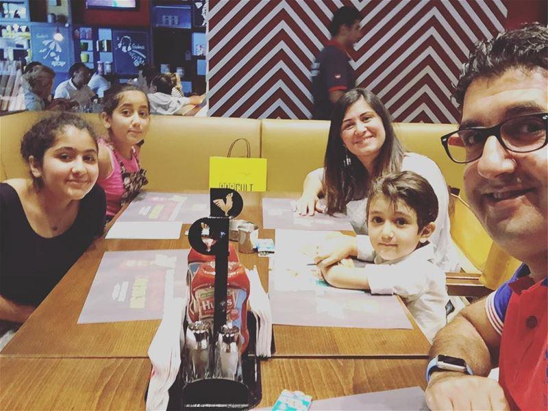 deekduke lunchtime family livelovelebanon livelovebeirut @deekduke (Le Mall Dbayeh)