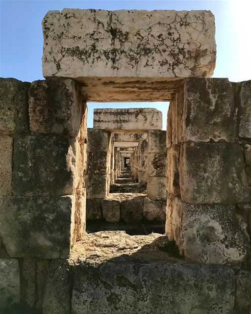 tyre romanruins lebanon south historyofart historyplace tyrepage ... (Tyre, Lebanon)