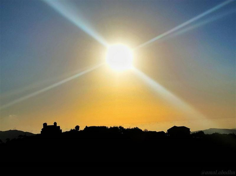 look towards the sunshine and shadows will fall behind u 👌 📷🌄 (Niha El Chouf)
