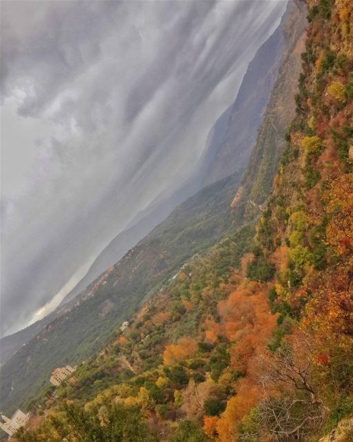 المطر الكثير لا يأتي إلا من الغيوم الأكثر ظُلمة 👌📷 🍃 🌳 جزين autumn ... (Jezzîne, Al Janub, Lebanon)