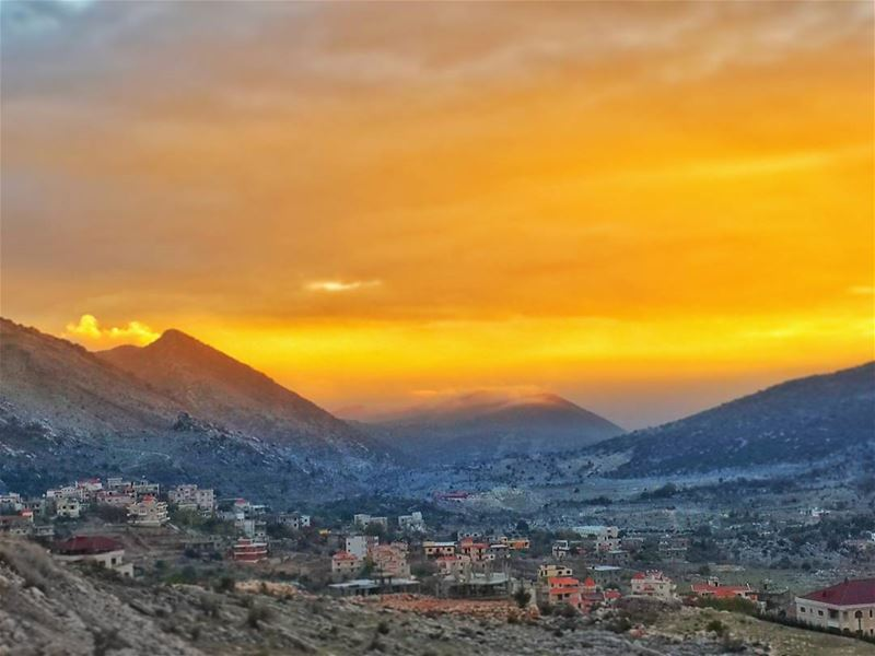 التمرد على القدر لن يغير به شيئ،، إنما يمكن تغييره في التمرد على الذات👌📷... (Jezzîne, Al Janub, Lebanon)