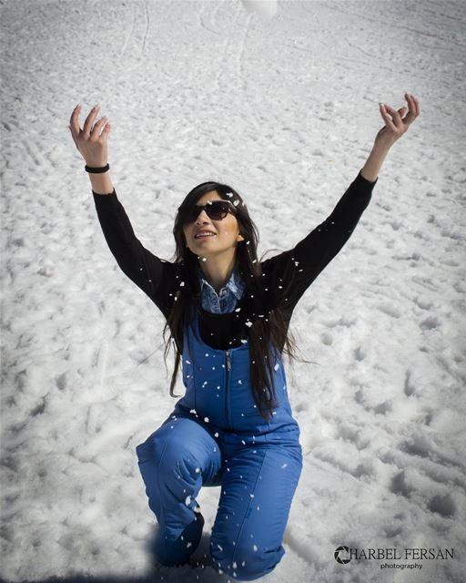 Let it snow ❄ lady photography photosession photooftheday picoftheday... (Faraya Mzaar)