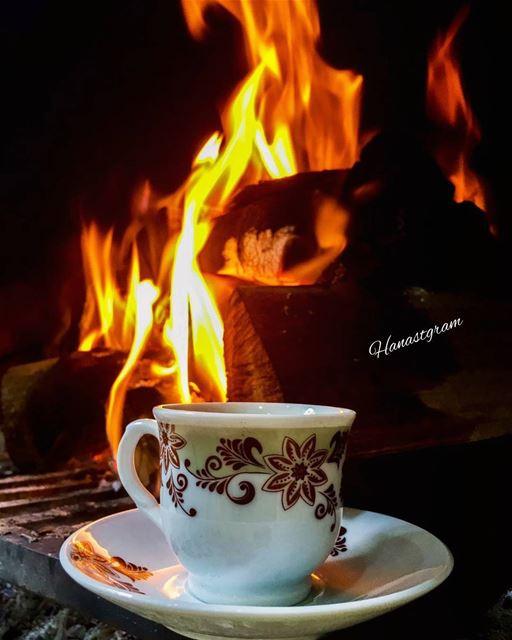 ستخبرك المواقف والأيام أن هناك صديق له قيمة وصديق له ثمن ......... قهوة_ال