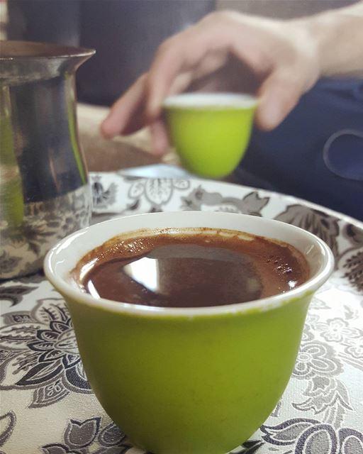 وإن كان لأمنياتي مدى فأنت أولها......وأخرها أنت قهوتنا قهوه قهوتي قهوة_