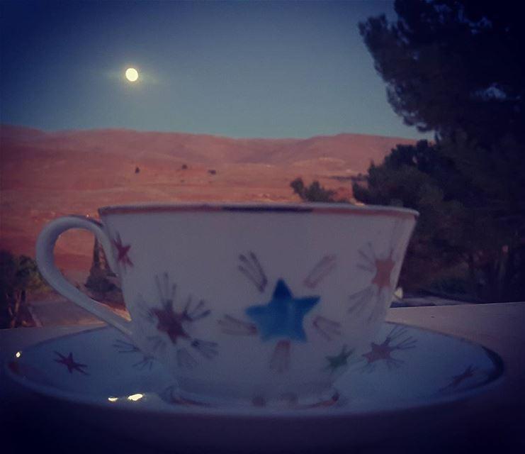 وبعض أحاديثنا شهد لها ضوء القمر ..... قهوتنا قهوة_المساء قهوتي قهوه رو