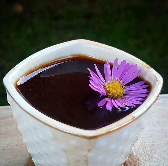 ما دمنا من تراب ....فلماذا لا ينبت الورد فينا ... قهوتي_الان قهوه قهوه_ت