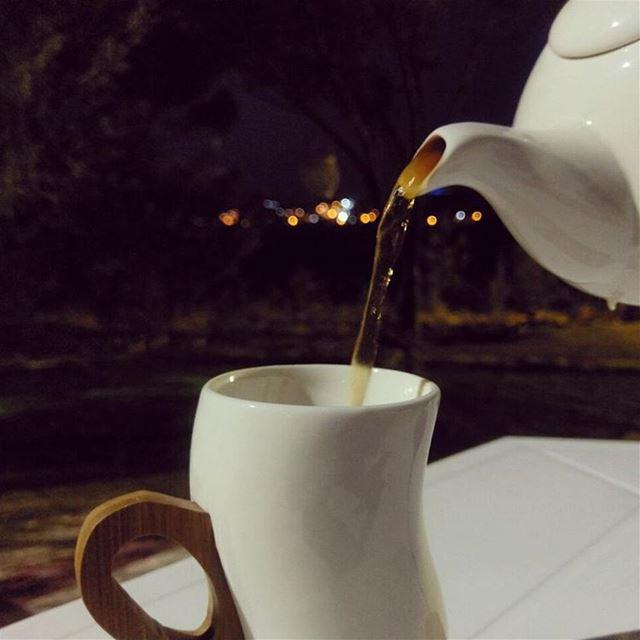 قولي لعينيكِ أن تنام مبكراً ....فغداً سيوقظها الحنين لتسهر ..... قهوتنا ش