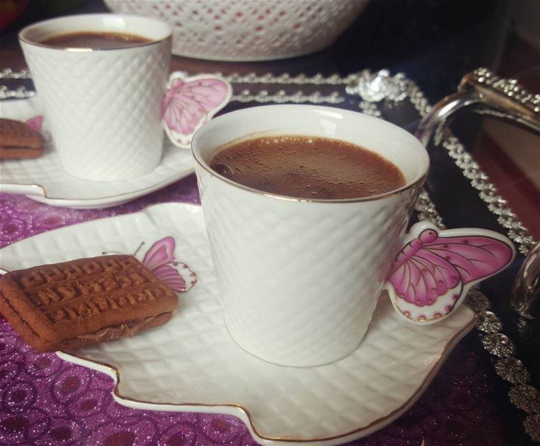 أجمل الاصدقاء من يصنع ابتسامتك حين يعلم انك تحتاجها ........🌸 قهوة قهوتي
