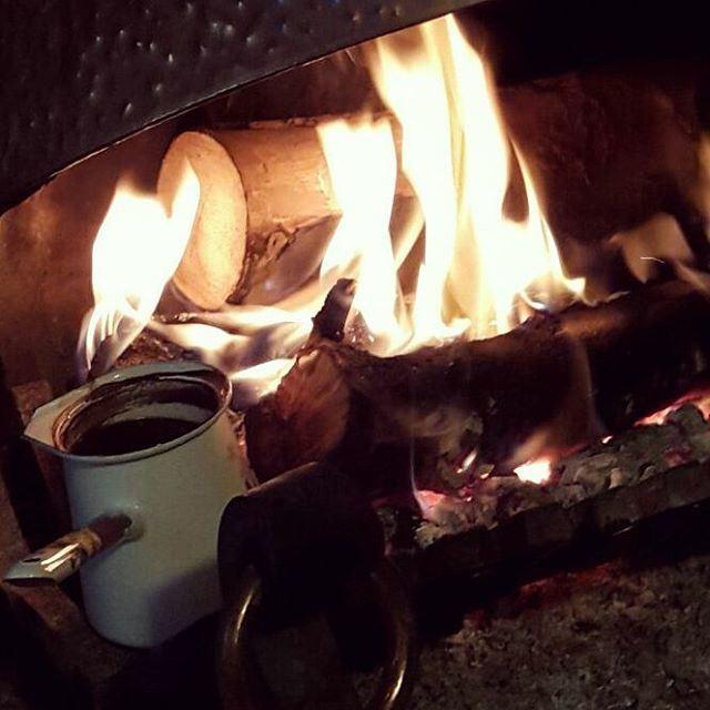 لا أُريد الآن سوى دفء أنفاسك وذراعيك مهداً لي إلى أن اغفو ....... قهوه قه