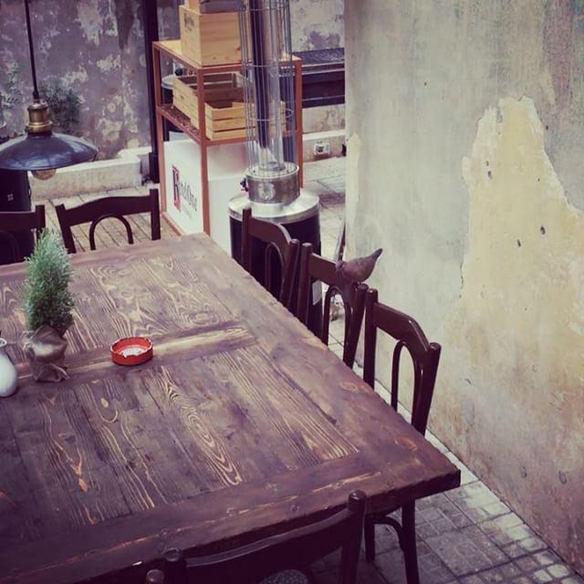 I had company at lunch.. bird pigeon fly flying table breakfast ... (Villa Badaro)