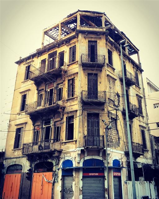 An old building in the heart of beirut.. oldbuilding goldenage ... (Beirut Down Town)