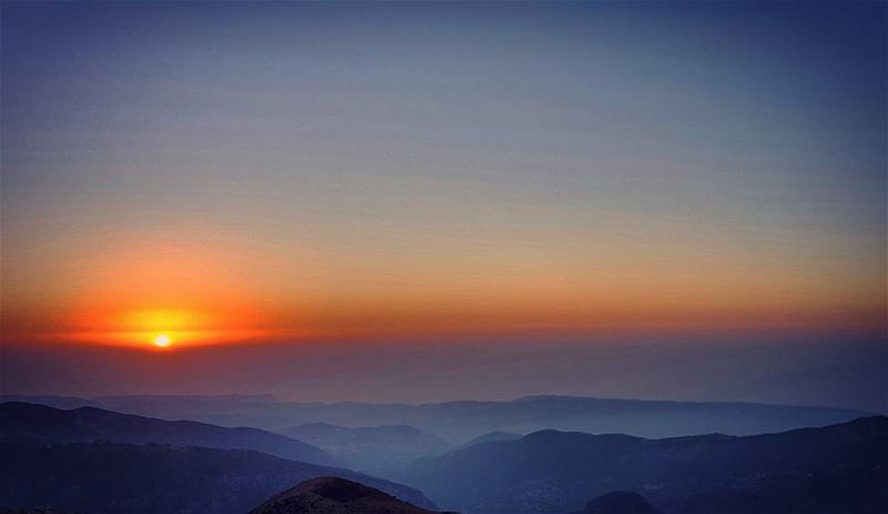 sunset beforesunset mountains awesomeshots beautifuldestination ... (Hadchît, Liban-Nord, Lebanon)