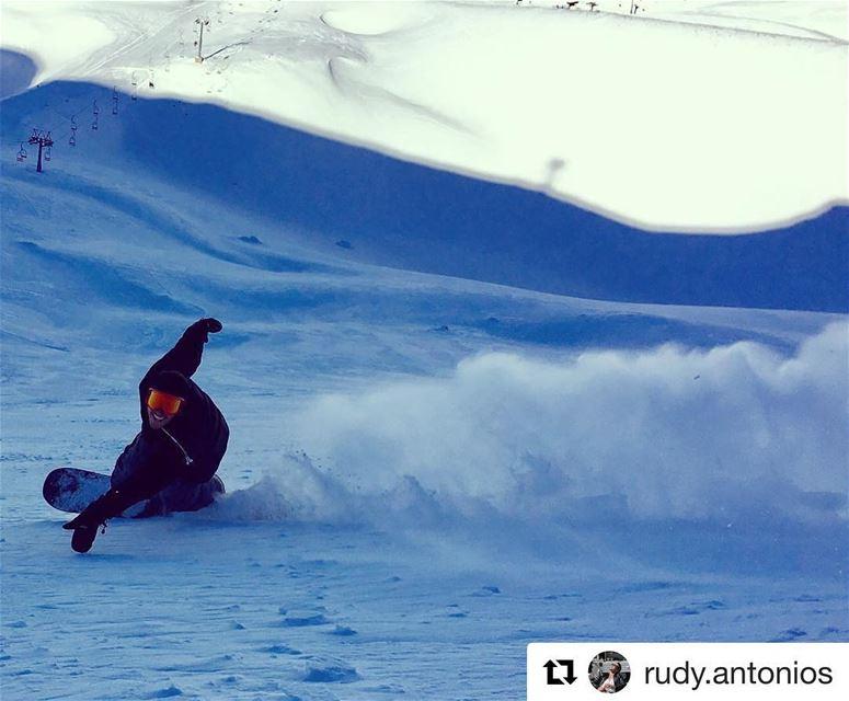 The ultimate shredhead in action. Check @rudy.antonios killer carve sesh.... (Mzaar Ski Resort)