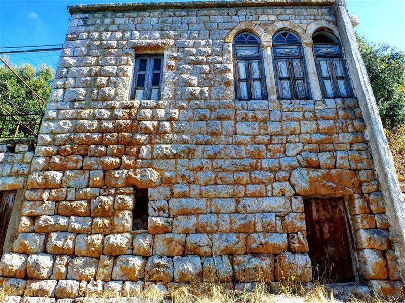 hiking explorelebanon livelovelife livelovelebanon livelovelaugh ... (Tannourine, Liban-Nord, Lebanon)
