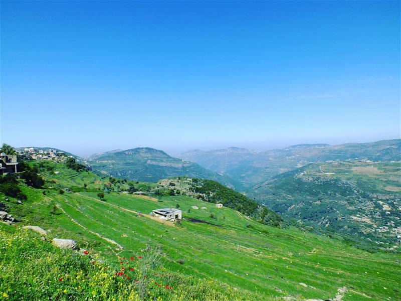 hiking explorelebanon livelovelife livelovelebanon livelovelaugh ... (Beit ed-Dine)