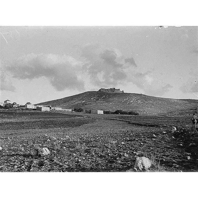 قلعة الشقيف عام ١٩١٠ الصورة من أرنون .