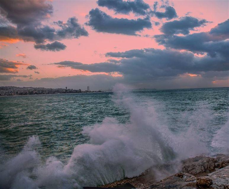 Storm warming up ... Lebanon storm livelovekesserwan livelovejounieh ... (Joünié)