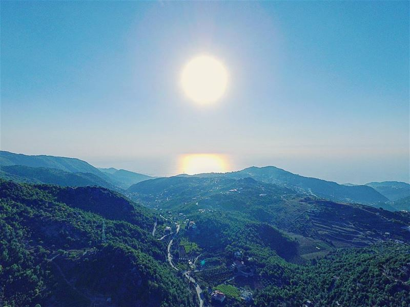 Capturing the  sun above sea and mountains  baherarib3aljabal  Lebanon ... (Chahtoul)