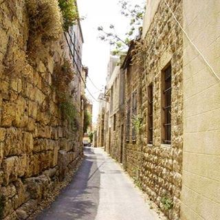 Photo of a beautiful narrowstreet oldstreet oldhouses in batroun ... (Al Batrun, Liban-Nord, Lebanon)