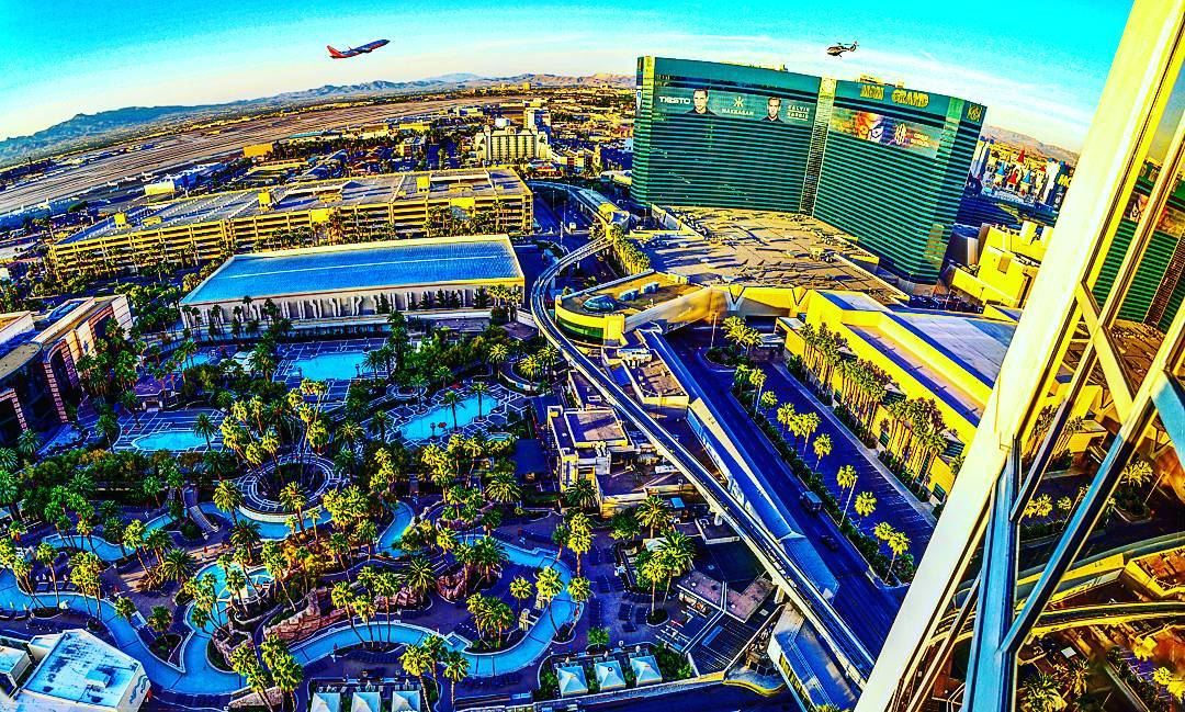 aerial view from the mgm signature hotel usa vegas mgm pool ... (MGM Grand Las Vegas)