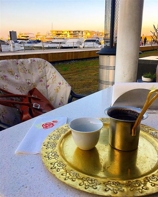 اللّقاء لايتطلّب قَهوة ، اللّقاءُ عينَاك والقَهوة حُجة .. قهوة قهوتي قه (Zaitunay Bay _ Leila)
