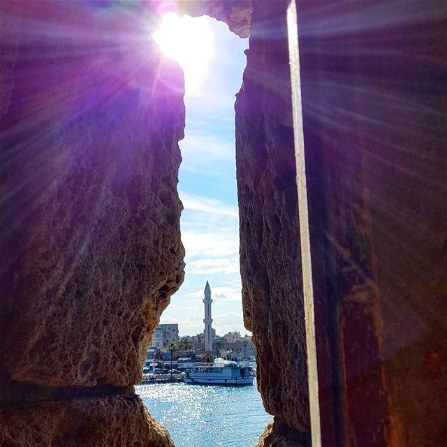 Keep exploring❤❤❤ oldcastle sunrays sky clouds ruins tourist mosque... (Saida The Sea Castle)