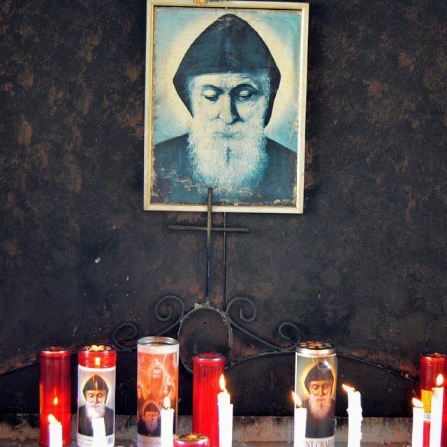 يا شربل ساعدنايا شربل حمينا، حمينا... stcharbel prayer candels ...