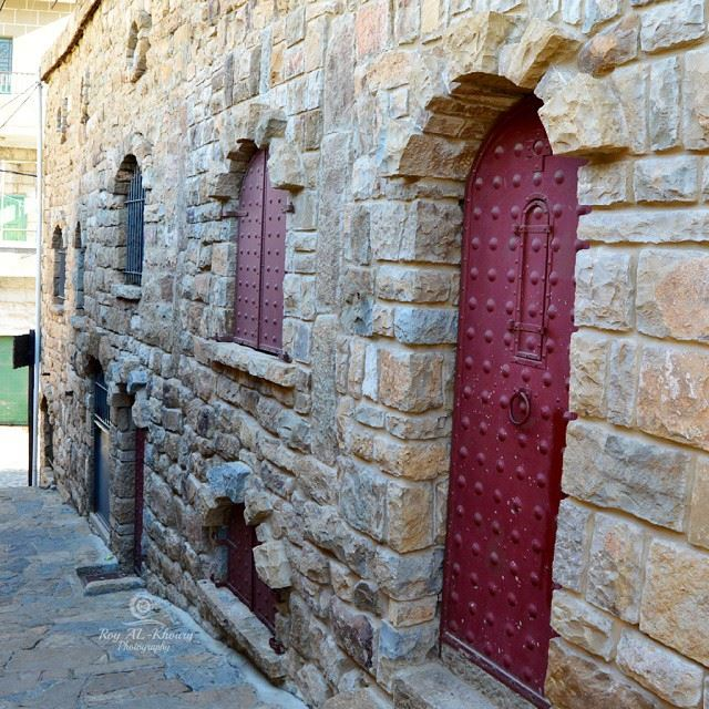 oldhouses at bekaakafra northlebanon doors windows lebanesehouses ... (Bekaa Kafra)