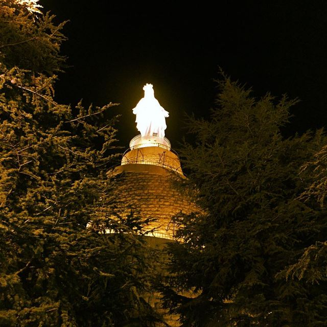 Light up my way Light up my life Light up my road Holy lady Virgin ... (Lady Of Lebanon - Harissa)
