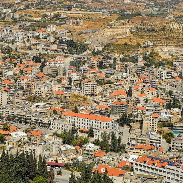 The red tiled roof city❤  village  buildings houses  zahle  view ... (Zahlé, Lebanon)