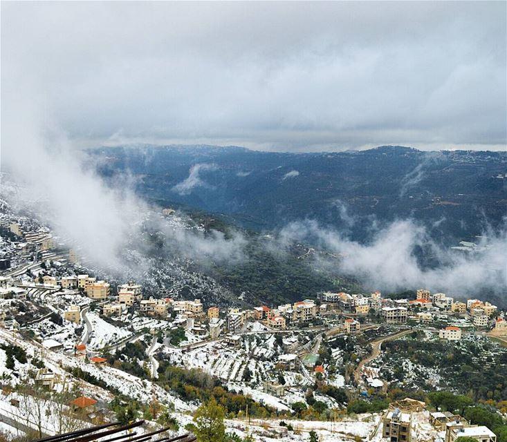 winterinlebanon mountainsoflebanon snow foggy white houses village ...