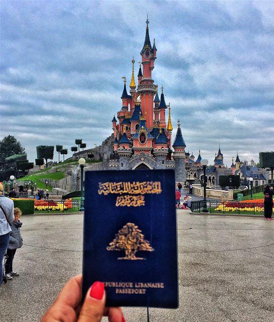 Good morning from Disneyland! ❤️💚❤️ ... (Disney Land Paris)