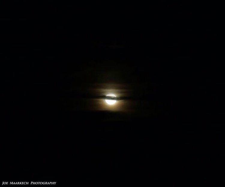 يا قمر الدار سلّم عالحبايب، يا قمر الدار قلُّن للحبايب، يبعتوا مكتوب .. يطم
