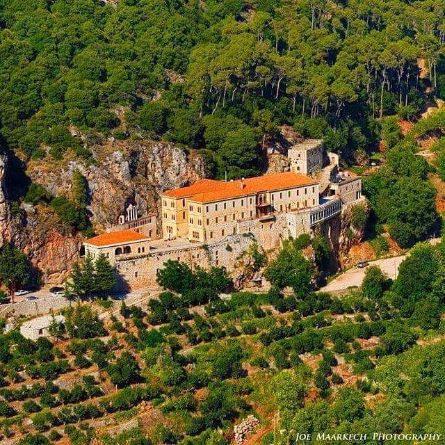 Saint Antonios, Qozhaya-Lebanon ܕܝܪܐ ܕܡܪܝ ܐܢܛܘܢܝܘܣ ܩܘܙܚܝܐ qozhaya ...