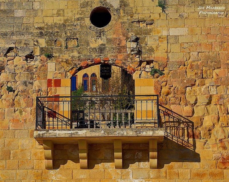 Deir el Qamar Castle. castle old balcony sun sunnyday deirelqamar ... (Deïr El Qamar, Mont-Liban, Lebanon)