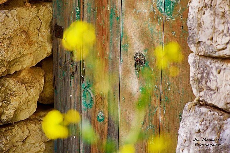 Did you ever see a door crying? عمرك شفت شي باب عم يبكي؟ ghazir lebanon ... (Ghazir, Mont-Liban, Lebanon)