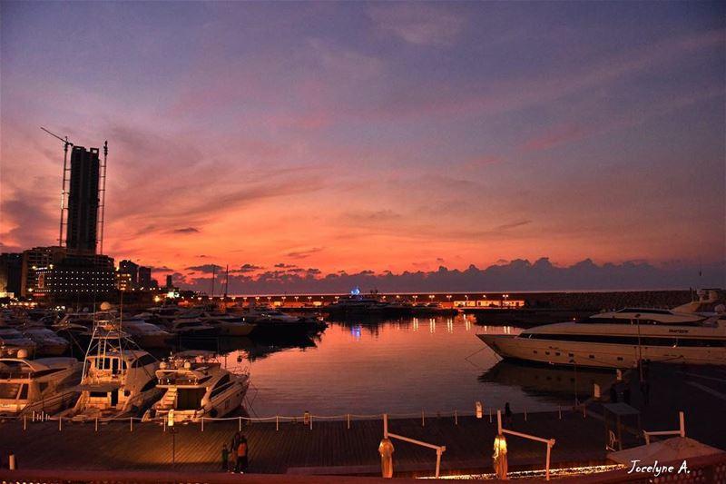 Good night lebanon 💫 goodnight lebanon peace peaceful peacfulplace ... (Zeitouna Bay, Beirut , Lebanon)