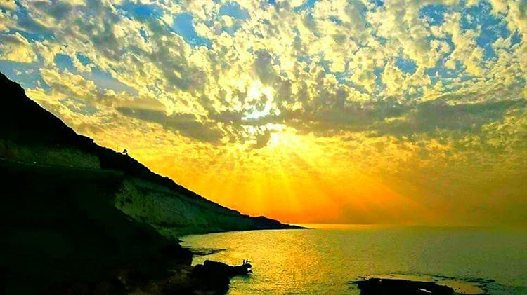 Good evening dear followers with this amazing sunset Photo taken by @place (الناقورة / Al Naqoura)