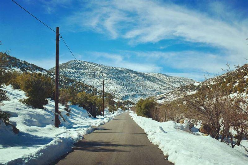 ياجبل البعيد خلفك حبايبناPhoto credits to @atef_fahda hermel snow ... (El Hermel, Béqaa, Lebanon)
